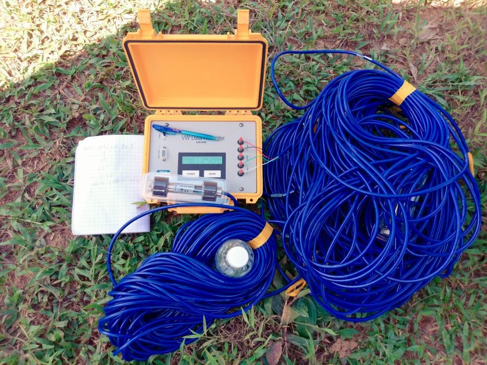 Thiết bị đo áp lực nước lỗ rỗng piezometer và máy đọc