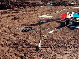 Lắp đặt thiết bị quan trắc áp lực nước lỗ rỗng đa điểm multipoint piezometer