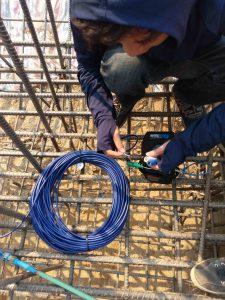 Kiểm tra thiết bị ứng suất cốt thép Rebar Strainmeter 4911-4 trước khi lắp đặt