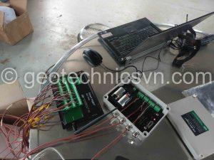 Đấu nối các thiết bị đo ứng suất cốt thép vào bộ ghi đo tự động