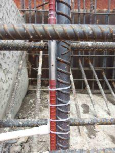 Cố định thiết bị đo ứng suất cốt thép Rebar Stressmeter vào vị trí