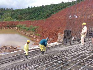 Đổ bê tông đập thuỷ điện Tân Lộc