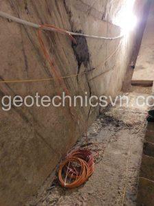 Lắp đặt các thiết bị quan trắc trong hành lang đập thuỷ điện Khe Thơi