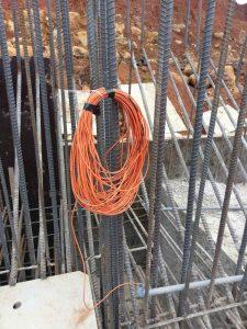 Treo cáp tín hiệu thiết bị đo ứng suất cốt thép Rebar Stressmeter chờ đổ bê tông
