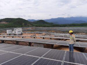 Lắp đặt nhà máy điện mặt trời tại Ninh Thuận